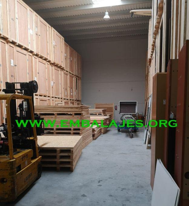 Suministro e instalación de Guardamuebles en madera