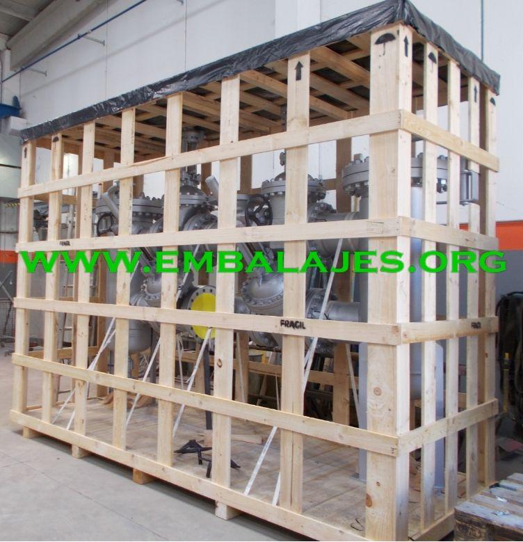 Transporte de mercancías en jaulas de madera